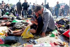 ภาพรุนแรง : ด่วน!! ดับไม่ต่ำกว่า 30 บาดเจ็บร่วม 126 หลังเกิดระเบิด 2 ลูก กลางม็อบประท้วงต้านรุนแรงใกล้สถานีรถไฟอังการา
