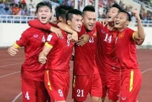 """จำพี่เขาได้ไหม """"นักร้องเวียดนาม"""" มั่นบอกเหงียนชนะไทย 2-0"""