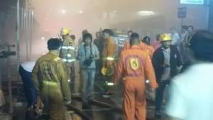 ไฟไหม้ร้านอุปกรณ์แต่งรถในคลองถมเซ็นเตอร์ วอด 2 ล็อก - จนท.สำลักควัน 2 ราย