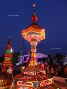 """""""แห่กระธูป"""" จ.ชัยภูมิ งดงามหลากสีสัน งานบุญโฮมออกพรรษาหนึ่งเดียวในไทย"""