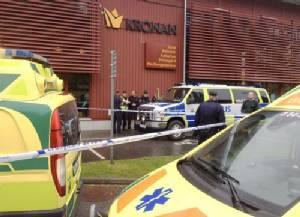 คนร้ายสวมหน้ากากควงดาบยาวบุกโรงเรียนสวีเดน ฆ่าครูหนึ่งราย บาดเจ็บอีกหลายคน