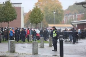 """คนร้ายไล่แทง 2 ศพในโรงเรียนสวีเดนตายแล้วหลังถูกยิงเจ็บสาหัส พบสรรเสริญ """"ฮิตเลอร์-นาซี"""""""