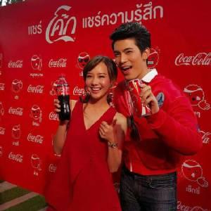 """แชร์สุขส่งท้ายปี! """"โค้ก"""" ส่ง Emoticon ซ่า ๆ กวน ๆ ร่วมสร้างสีสัน เพิ่มรอยยิ้มให้คนไทย"""