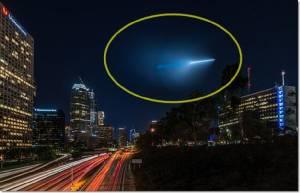 In clip : แอลเอตื่นยกเมือง พบแสงสีน้ำเงินประหลาดเหนือฟ้า คิดว่าเป็น UFO