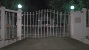 """บ้าน """"ปอ"""" พระเอกดังบุรีรัมย์ปิดเงียบ ขณะญาติ เพื่อนบ้านต่างตกใจ-ส่งกำลังใจให้หายป่วย"""