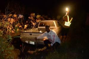 เหมือนถ่ายหนังบู๊! ตำรวจหนองคายไล่ล่าหนุ่มค้ายาบ้า ยิงยางรถเสียหลักตกคูน้ำแต่ยังหนีต่อ
