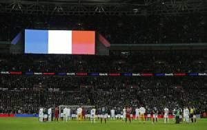 """La Marseillaise"" กระหึ่มสังเวียนพรีเมียร์ฯ ส่งแรงใจถึงปารีส"