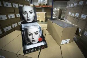 Adele shuns streaming for giant album