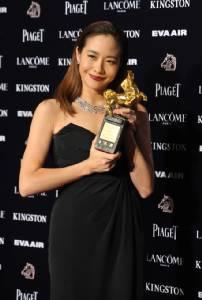 """คืนวงการอย่างงดงาม """"หลินเจียซิน"""" คว้าม้าทองคำจากหนังเรื่องแรกในรอบ 5 ปี"""