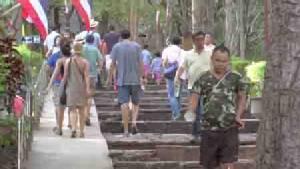 ทัวร์จีน-ฝรั่งแห่ชมปราสาทพนมรุ้งคึกคัก ขณะชาวไทยยังขึ้นไปสัมผัสลมหนาวต่อเนื่อง