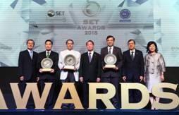 สมประสงค์ - บัณฑูร - พิเชษฐ์ คว้ารางวัลผู้บริหาร SET Awards 2015