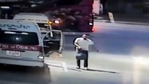 จับคนขับรถตู้ฉกกระเป๋าผู้โดยสารรถตู้คันอื่น