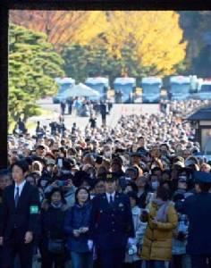 พระราชวังหลวงญี่ปุ่นเปิดให้ประชาชนชมใบไม้เปลี่ยนสี (ชมภาพชุดและคลิป)