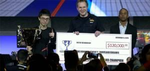 """ผู้เล่นญี่ปุ่น """"คาซึโนโกะ"""" คว้าแชมป์แคปคอมคัพส่งท้ายสตรีทไฟเตอร์ 4"""