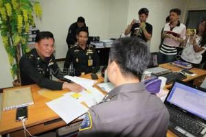 ศาลทหารอนุมัติจับหนุ่มมือโพสต์ผังราชภักดิ์ในเพจเสื้อแดง พบผิดอีกนับร้อยจ่อจับเพิ่ม
