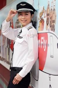 """สารถีเหนือน่านฟ้า """"ปลา-ปารวี"""" กัปตันนักบินหญิงคนแรกๆ ของเมืองไทย"""