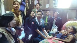 สุดเวทนา! พบหญิงวัย 57 ปีขาดแคลเซียม-กระดูกคดจนแขนขาพันกันเป็นเถาวัลย์(ชมคลิป)