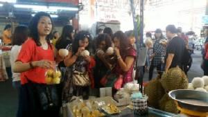 แผงผลไม้ตลาดเมืองใหม่คึกคักทัวร์จีนแห่อุดหนุนไม่ขาดสาย