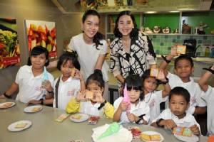 10 ปี สยามพารากอน เติมฝัน ปันรอยยิ้มเปิดโลกกว้างแก่เด็ก 10 มูลนิธิฯ