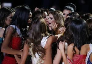 """สงครามนางงาม! สาวละตินรวมพลังยี้ """"มิสยูนิเวิร์ส"""" ฟิลิปปินส์"""