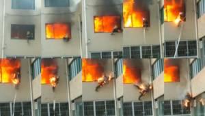 ลุ้นระทึก! นักดับเพลิงจีนถูกไฟคลอกร่าง โดดตึกหนีตายแทบไม่ทัน (ชมคลิป)