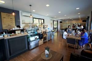 """""""RIVA floating cafe"""" จิบกาแฟบนแพลอยน้ำ"""