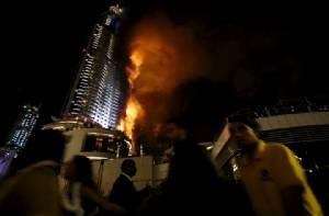 InPics & Clips : ระทึก!! ไฟไหม้โรงแรมหรูระฟ้าดูไบใกล้จุดฉลองปีใหม่ บาดเจ็บหลายสิบ