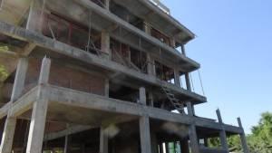 คนงานก่อสร้างเมืองกำแพงเพชรมือเป็นตะคริวร่วงตึก 3 ชั้นหัวฟาดพื้นดับ