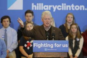 """""""บิล คลินตัน"""" เดินสายช่วย """"ฮิลลารี"""" หาเสียง-อวยเมียรักคู่ควรกับตำแหน่งปธน.สหรัฐฯ ยิ่งกว่าใคร"""