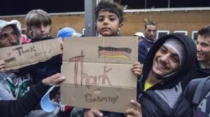รบ.เยอรมนีเผยตัวเลข ผู้อพยพลี้ภัยเข้าประเทศปี 2015 สูงเกือบ 1.1 ล้านราย ชี้ เป็นชาวซีเรียเยอะสุด