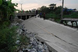 บางบ่อถนนทรุดลึก 2 เมตร เร่งหาสาเหตุผู้รับเหมาชุ่ยหรือภัยธรรมชาติ