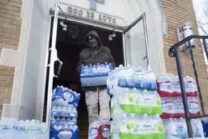 'โอบามา' ประกาศภาวะฉุกเฉินรับมือวิกฤตน้ำประปาปนเปื้อนสารตะกั่วใน 'มิชิแกน'
