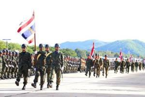 กองทัพเรือกระทำสัตย์ปฏิญาณต่อธงชัยเฉลิมพลและสวนสนาม