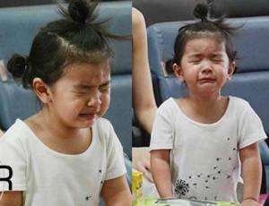 """(ชมคลิป) น้ำตาหยดแหมะ! """"แม่โบว์"""" ไม่ตามใจ """"น้องมะลิ"""" ร้องไห้หนักมาก"""