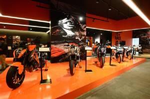KTM เปิดแฟลกชิฟสโตร์ใหญ่สุดในอาเซียนเอาใจสาวกบิ๊กไบค์