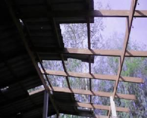 เกิดพายุลมแรงพื้นที่จันทบุรี สร้างความเสียหายต่อบ้านเรือน สวนผลไม้