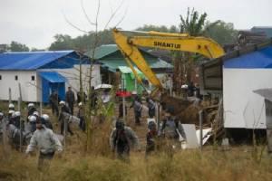 ตำรวจพม่าเข้ารื้อชุมชนแออัดย่านโรงงานชาวบ้านหลายร้อยไร้ที่อยู่