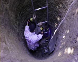 สาวใหญ่นำผ้าไปตากที่ราวมองไม่เห็นบ่อน้ำที่ขุดไว้พลัดตกลงไปในบ่อลึก 8 เมตร