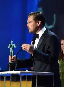 """""""ลีโอ"""" นำชายยอดเยี่ยม SAG Awards """"ออสการ์"""" โดนตบหน้า!! """"ไอดริส เอลบา"""" คว้ารางวัล 2 สาขา"""