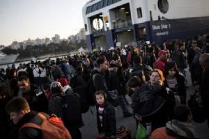 """ประชาชน """"ครึ่งล้าน"""" เข้าชื่อเสนอให้ """"ชาวเกาะเลสบอส"""" คว้าโนเบลสันติภาพปี 2016 จากการเป็นจิตอาสาช่วยผู้ลี้ภัย"""
