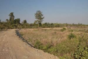 ชาวบ้านผวา! พบรอยเท้าช้างป่า ปีนเข้า-ออก คูกันช้าง รอบป่าอ่างฤาไนได้