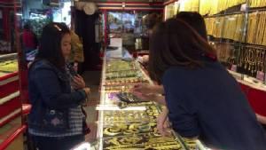 ร้านทองเชียงใหม่คึกคักคนแห่ซื้อเตรียมแจกลูกหลาน-พนักงานช่วงตรุษจีน