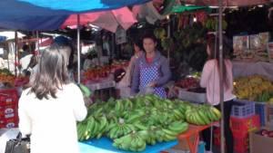 คนจีนศรีสะเกษแห่ซื้อของไหว้ในห้างดัง