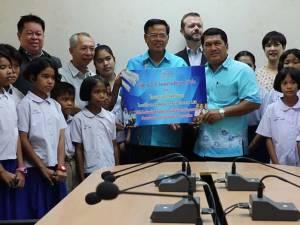 กรมเชื้อเพลิงฯ มอบทุนการศึกษาแก่นักเรียนชายฝั่งอ่าวไทยในสงขลา 200 ทุน