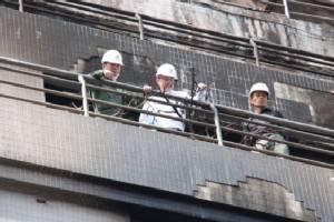 """ทีมวิศวกรกระตุ้นดูแล """"ตึกเก่า"""" หลังไฟไหม้ ซ.นราธิวาส 18"""