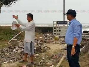 ผู้ว่าฯ สงขลาเยี่ยมหมู่บ้านชาวประมงถูกคลื่นซัดพังเสียหาย สั่งทุกหน่วยงานช่วยเหลือเต็มที่