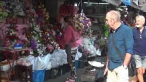 ตลาดดอกไม้เชียงใหม่เริ่มคึกคักรับวาเลนไทน์ ราคากุหลาบจ่อพุ่ง 3 เท่าตัว