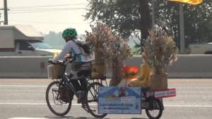 กลุ่มนักปั่นสะพานบุญ 52 คน ร่วมปั่นจักรยานนำเงินผ้าป่าช่วยเหลือเด็กยากไร้