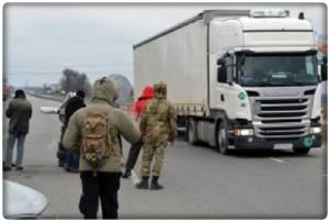 """รับวาเลนไทน์พอดี """"รัสเซีย"""" สั่งห้ามรถบรรนทุกยูเครนเข้าประเทศตอบโต้ หลังโดนม็อบยูเครนประท้วงขวางบรรทุกหกล้อหมีขาว"""