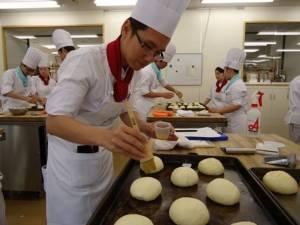 """ขนมญี่ปุ่นเปลี่ยนชีวิต..จากวิศวกร สู่เชฟขนมมือฉมัง """"โสรจ ไตรตียะประเสริฐ"""""""